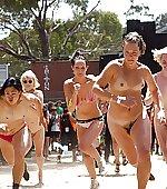 girls nude public