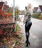 Anna in her leggings