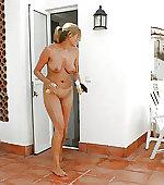 Naked mom